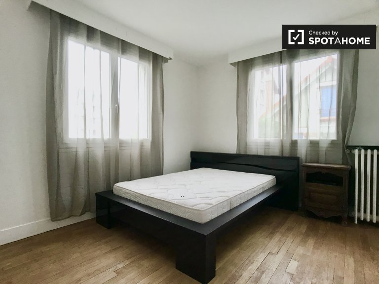 Chambre à louer dans un appartement de 2 chambres à Villejuif, Paris