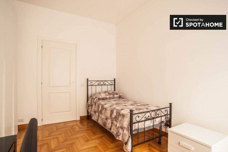 Schludny pokój w 5-pokojowym apartamencie w Balduina w Rzymie