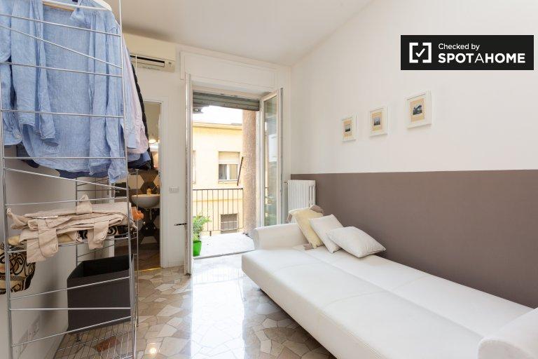 Room for rent in 2-bedroom apartment in  La Fontana, Milan