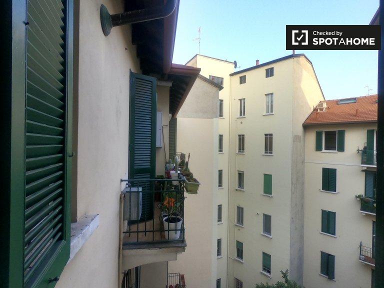 Grande chambre dans un appartement de 2 chambres à Città Studi, Milan