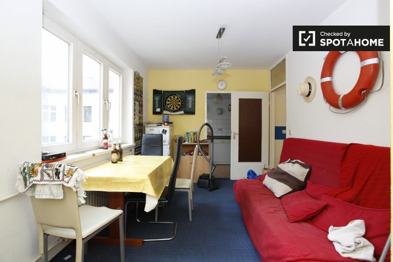 Rooms for rent in 5-bedroom apartment in Kreuzberg, Berlin