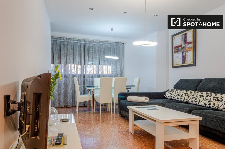 Colourful 3-bedroom apartment for rent in Patraix, Valencia