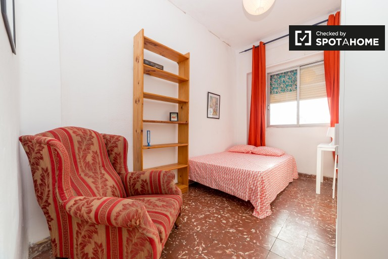Double Bed in Spacious rooms with balconies for rent in Camins al Grau, Valencia