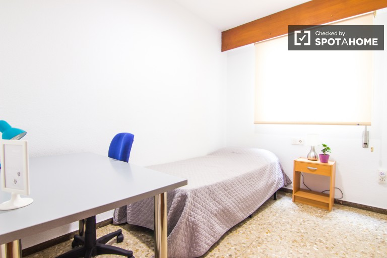 Single bedroom 4