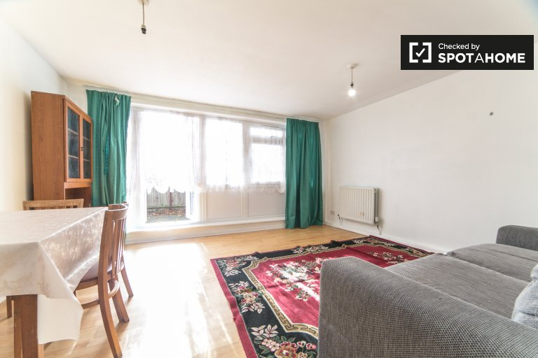 3-bedroom apartment to rent in Tower Hamlets, London