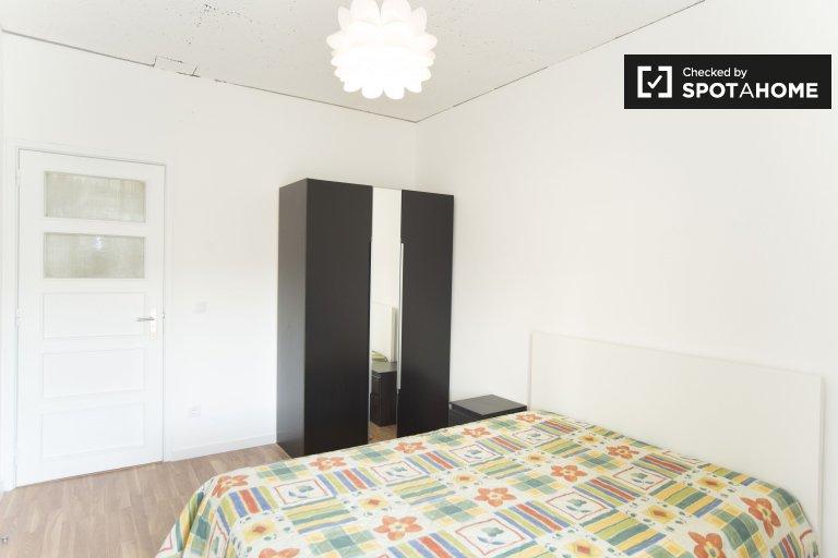 Quarto para alugar em apartamento de 4 quartos em Benfica, Lisboa
