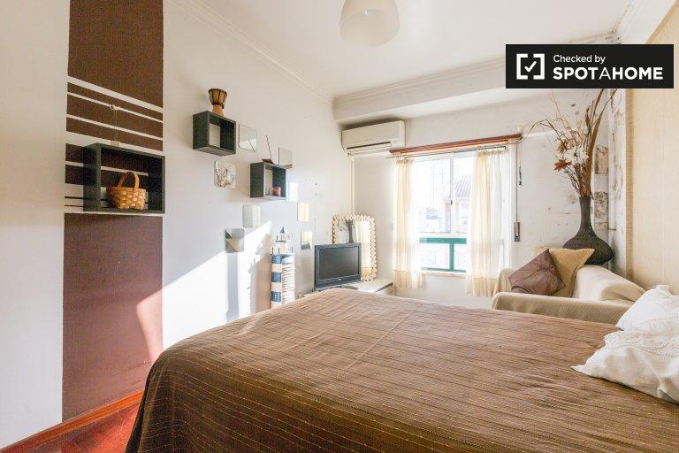 Chambre élégante à louer, appartement de 4 chambres à coucher, Lisbonne