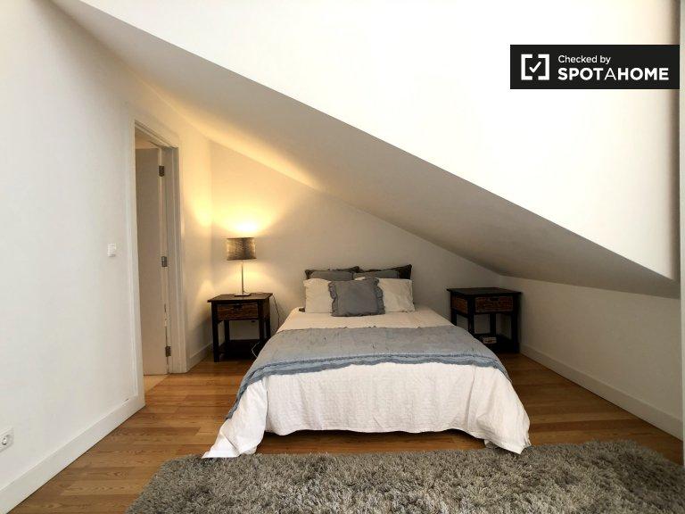 Quarto para alugar em apartamento de 2 quartos em Rato, Lisboa
