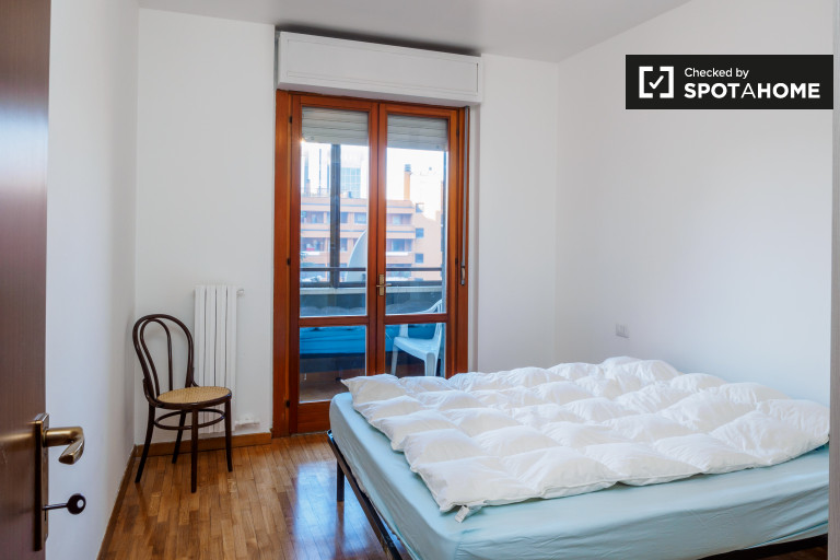 Quarto moderno em apartamento de 4 quartos em Chiesa Rossa, Milão