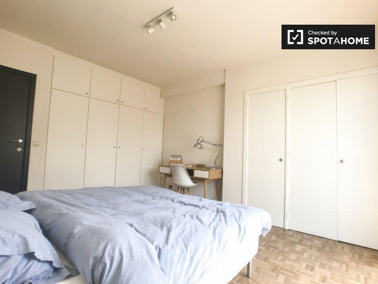 Luminosa camera in appartamento con 2 camere da letto a Etterbeek, Bruxelles