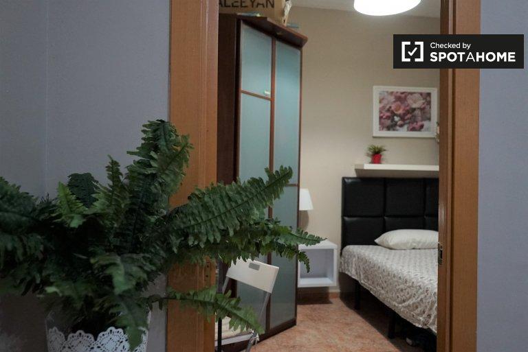 Sant Martí'de 3 yatak odalı dairede kiralık oda