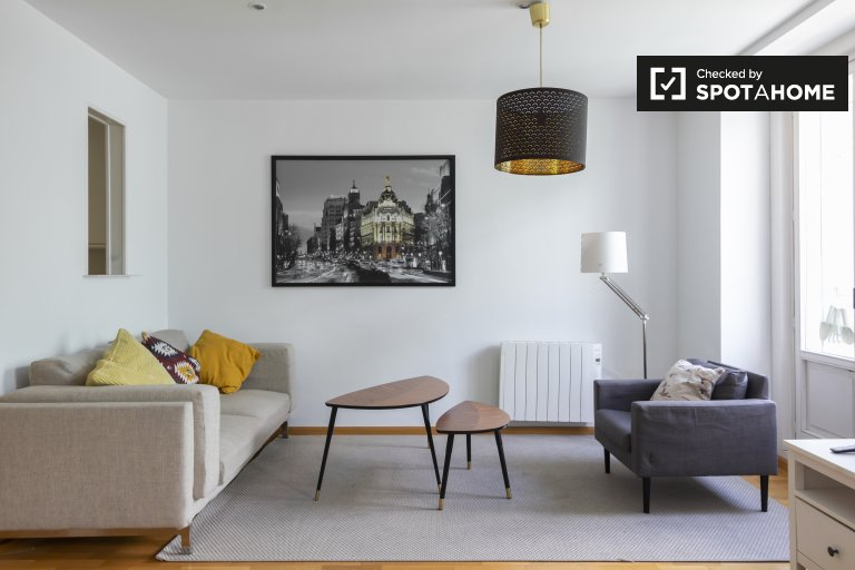 Modern 3-bedroom apartment for rent in Madrid City Center