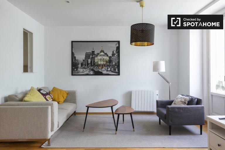 Nowoczesny apartament z 3 sypialniami do wynajęcia w centrum Madrytu