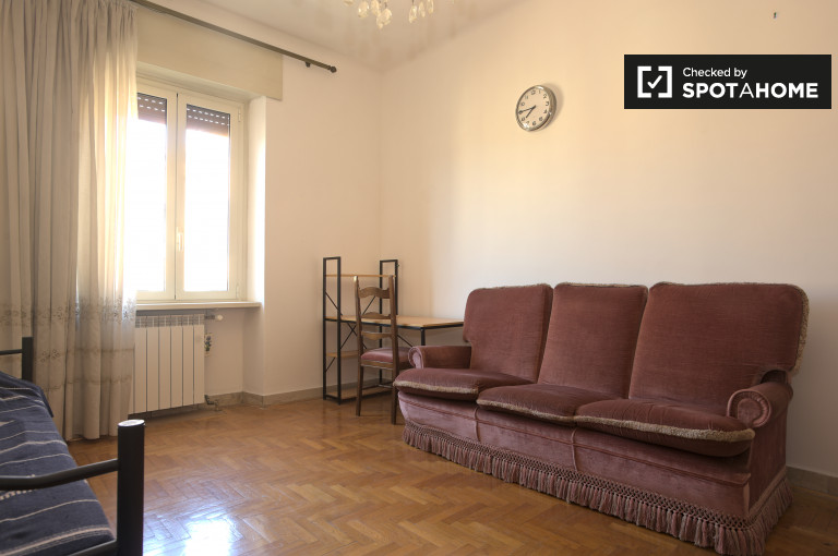 Single room in apartment in Trieste, Rome