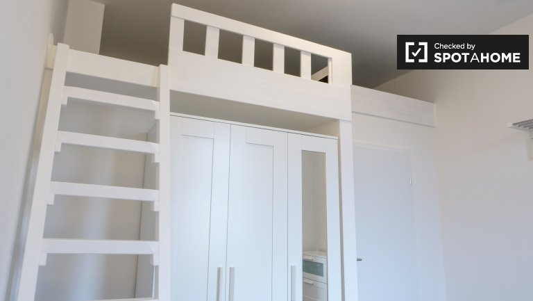 Neues Zimmer zu vermieten in 4-Zimmer-Wohnung, Mitte, Berlin