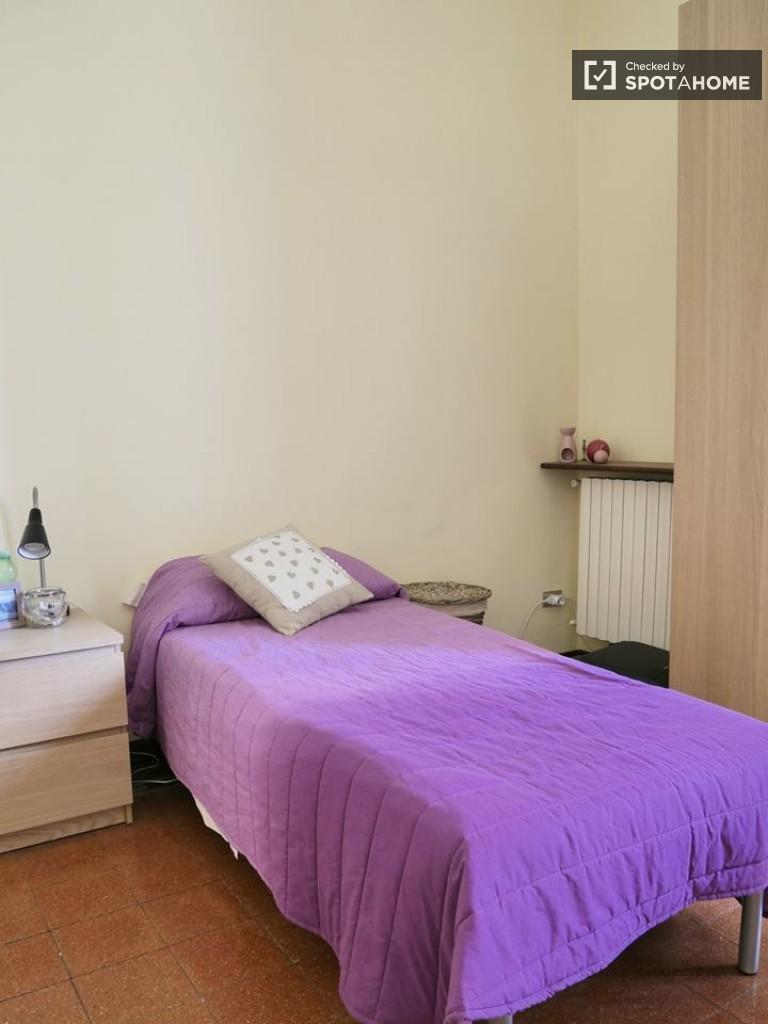 Espaçoso quarto para alugar em apartamento em Navigli, Milão