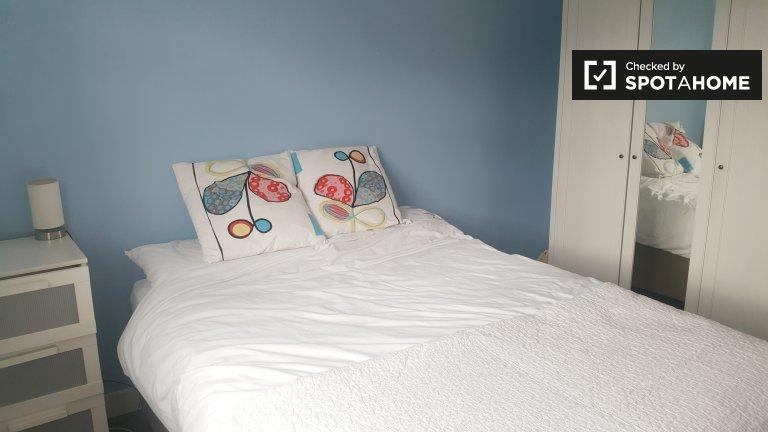 Jasny pokój w domu z 4 sypialniami w Kimmage w Dublinie