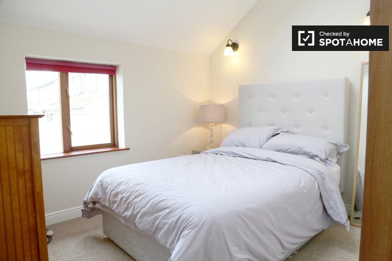 Bright room in 2-bedroom house in Howth, Dublin