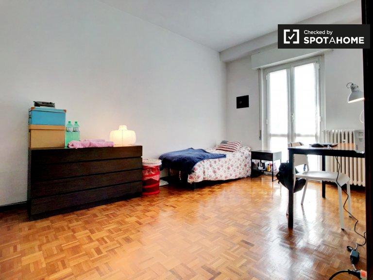 Chambre spacieuse avec balcon à Porta Romana, Milan
