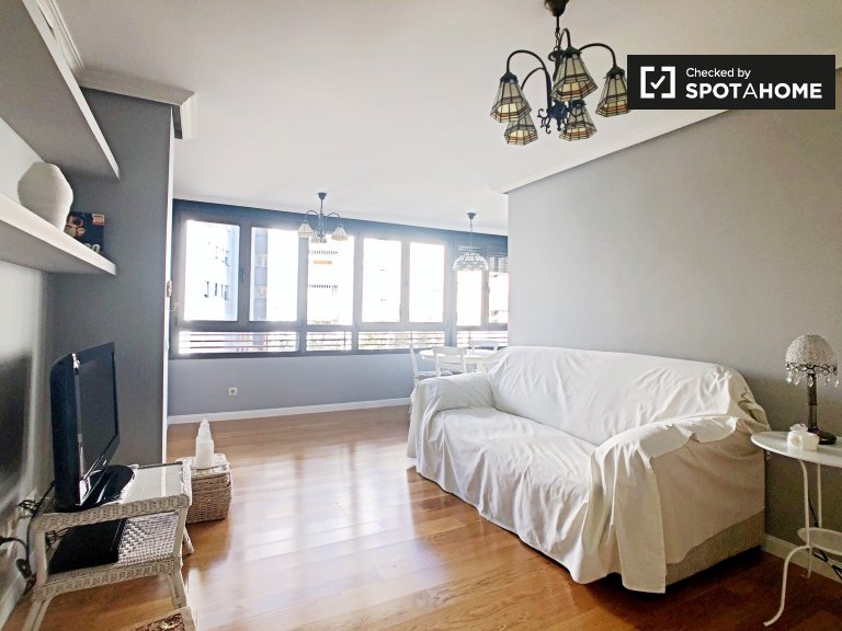 Room in bright 3-bedroom apartment for rent in Aluche