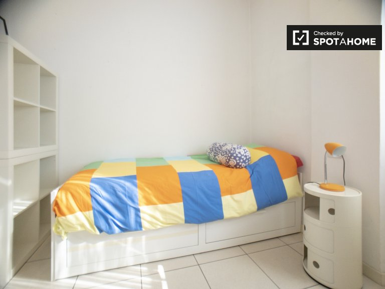 Room in 2-bedroom apartment in Precotto, Milan