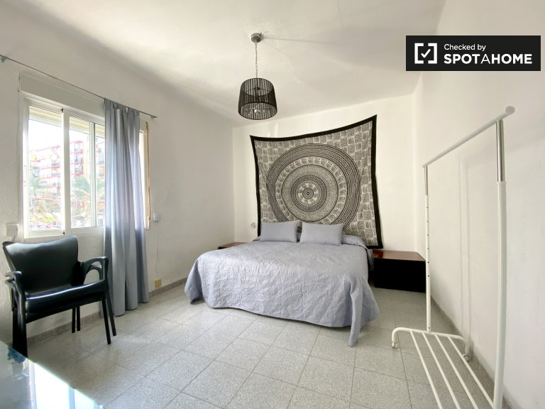 Room for rent in 3-bedroom apartment in Algirós, Valencia