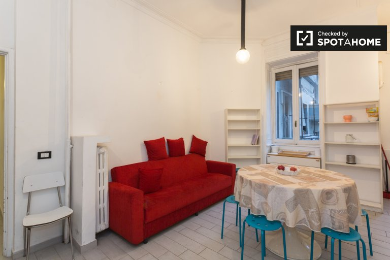 3-bedroom apartment with balcony for rent in Varesine, Milan