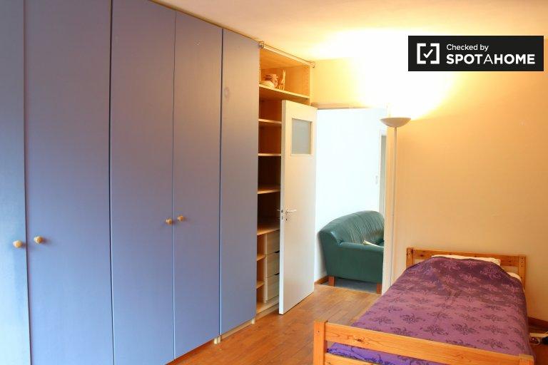 Charmantes Zimmer zur Miete in Wezembeek-Oppem, Brüssel