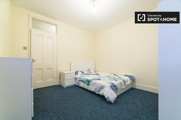 Chelsea, Londra'da 3 yatak odalı dairede kiralık oda