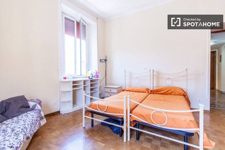 Bedroom 2 with balcony and twin beds