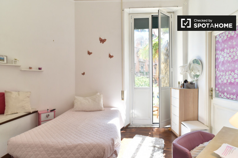 Single Bed in sunny rooms for rent - Trieste, Rome