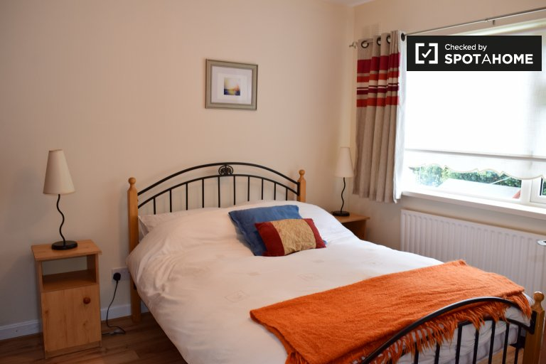 Double Bed in Rooms for rent in spacious 3-bedroom house in Swords