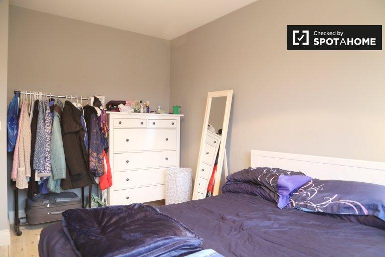 Room in 5-bedroom house, Chapelizod, Dublin