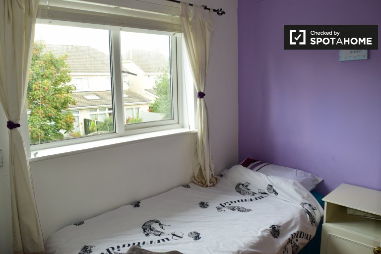 Single Bed in Furnished rooms to rent in 5-bedroom house in Malahide