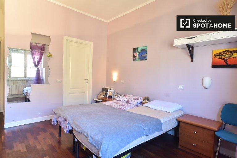 Schludny pokój w apartamencie z 2 sypialniami w Casal Bertone w Rzymie