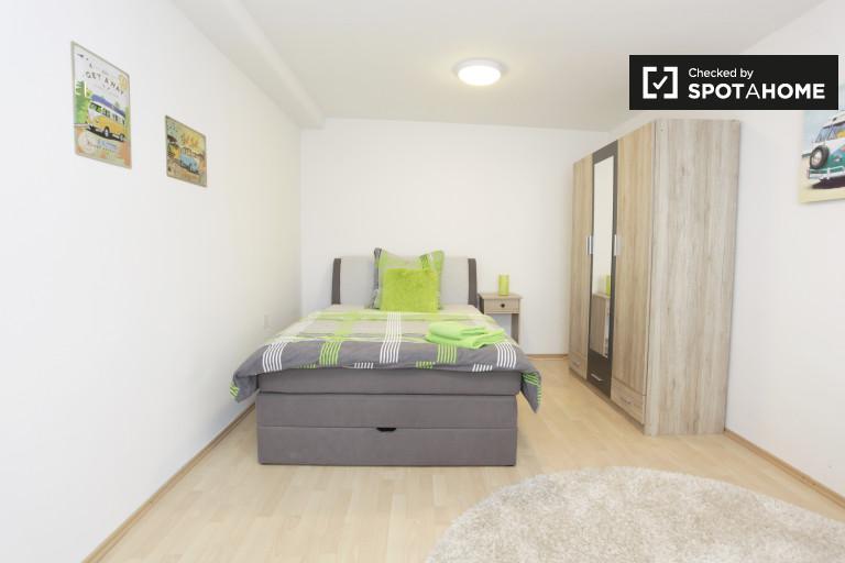 Ample room in 2-bedroom apartment in Neukölln, Berlin