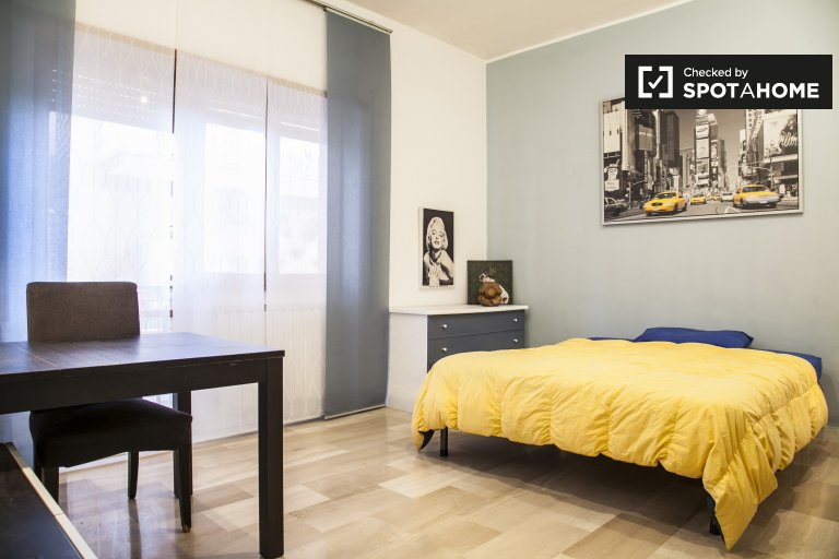 Double Bed in Rooms for rent in big 3-bedroom apartment near park in Monte Mario