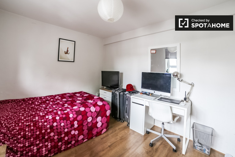 Double Bed in 4-bedroom apartment to rent in Bromley-by-Bow