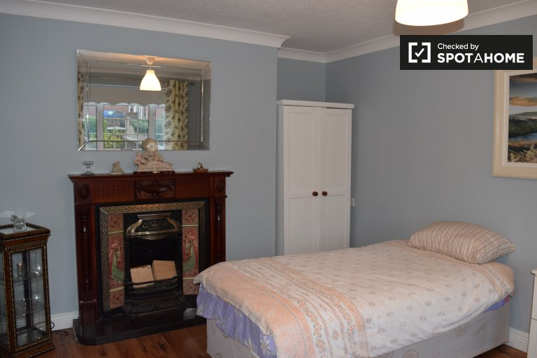 Cozy room in a 3-bedroom house in Corduff, Dublin
