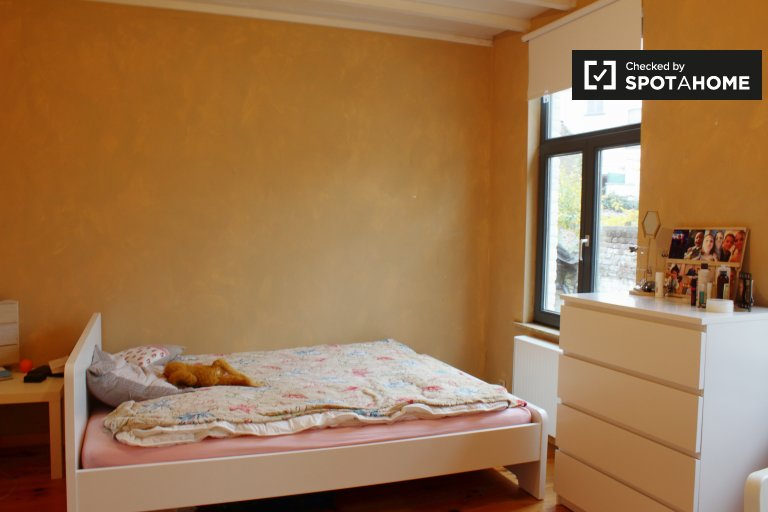 Bright room for rent in 3-bedroom house in Uccle, Brussels