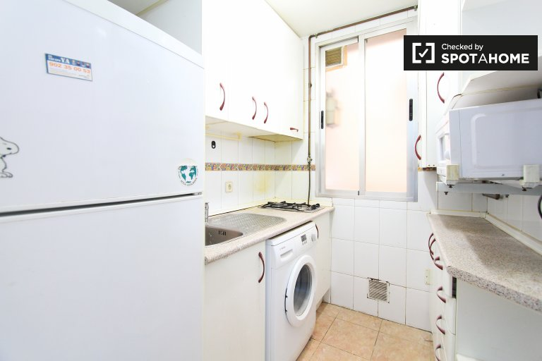 Cheap 4-bedroom apartment for rent  in Argüelles