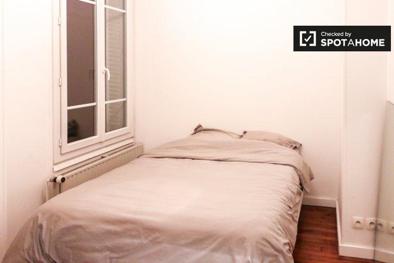 Courbevoie, Paris'te 2 yatak odalı daire içinde kira odası