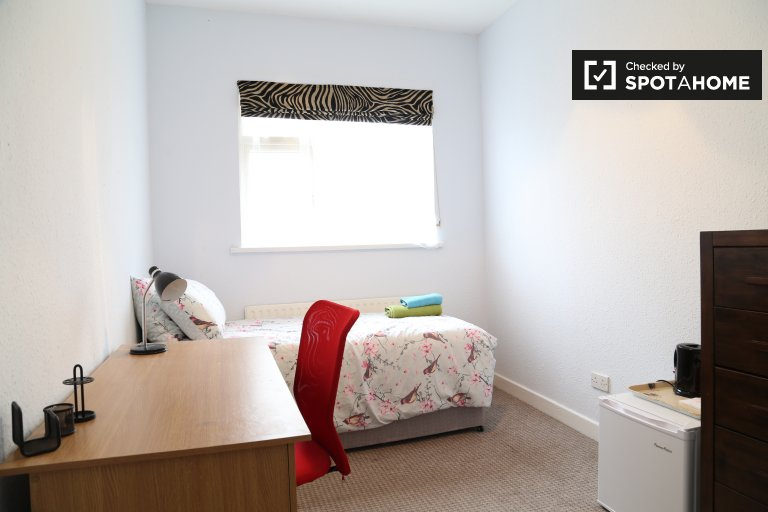 Room for rent in 5-bedroom house in Walkinstown, Dublin
