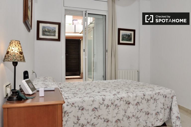 Large room in 3-bedroom apartment in Badalona, Barcelona