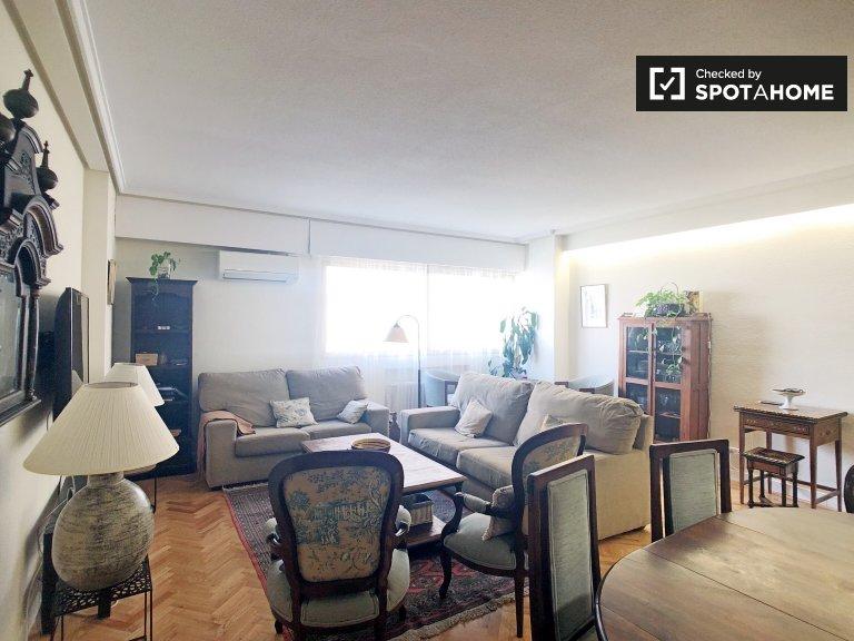 3-Zimmer-Wohnung in Cuatro Caminos zu vermieten