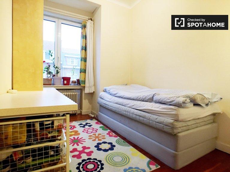 Quartos para alugar em casa de 5 quartos em Schaerbeek, Bruxelas