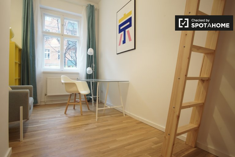 Room for rent in 3-bedroom apartment in Friedrichshain