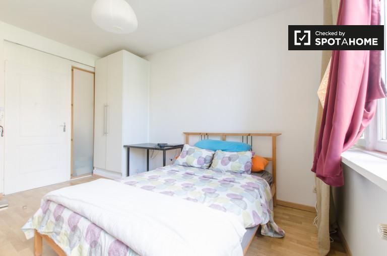 Bright room in 2-bedroom apartment in Schaerbeek, Brussels