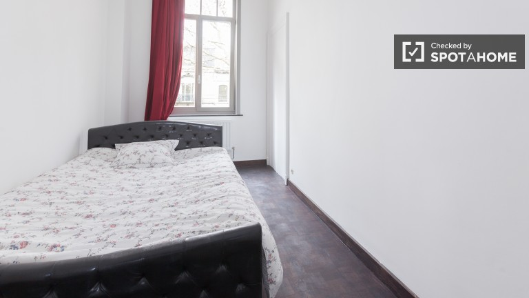 Double Bed in Rooms for rent in a recently renovated 2-bedroom apartment in Forest