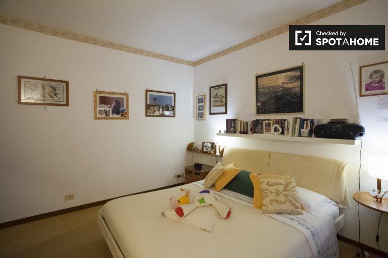 Quarto para alugar em apartamento de 3 quartos em La Giustiniana